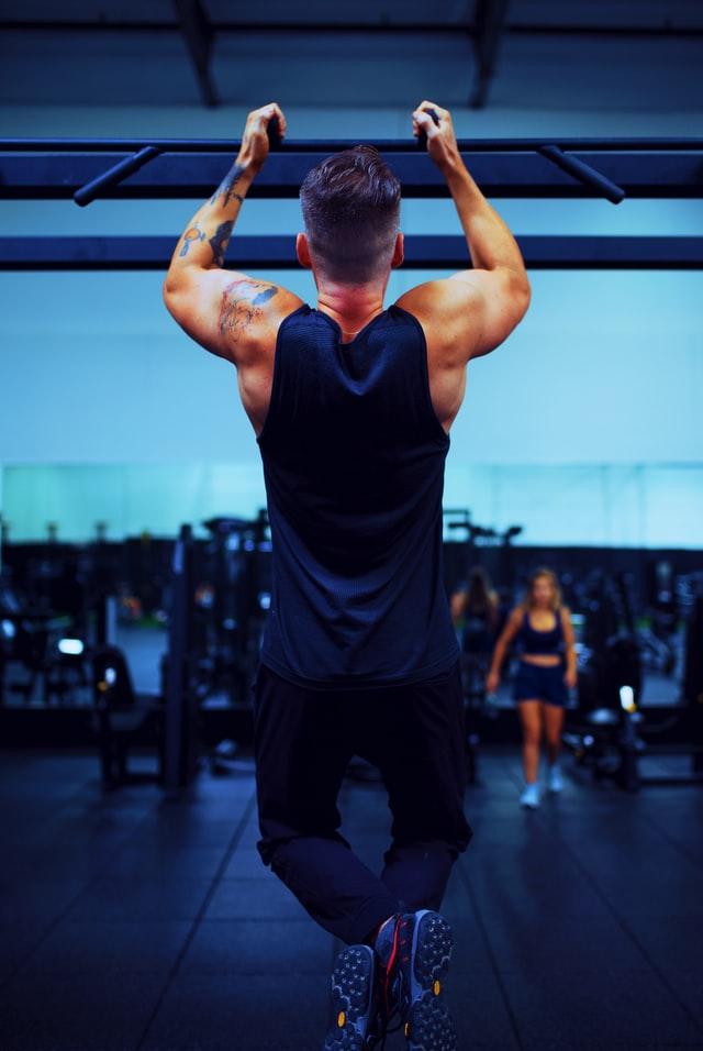 Styrk din ryg og biceps med en pull up bar